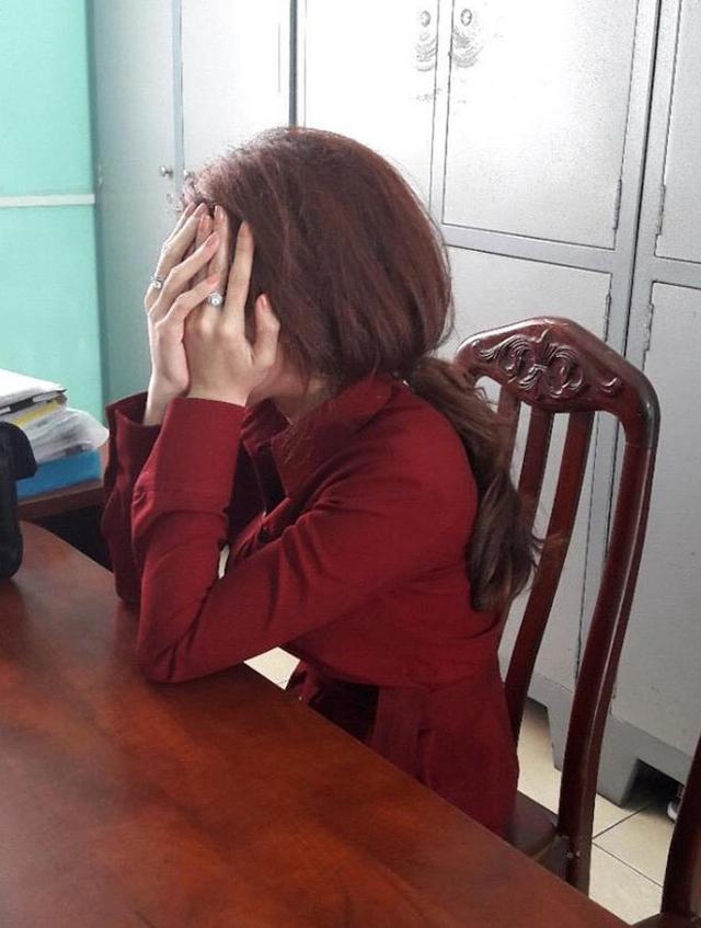 Hoa khôi cuộc thi thời trang Phạm Thị Thanh Hiền tại cơ quan công an
