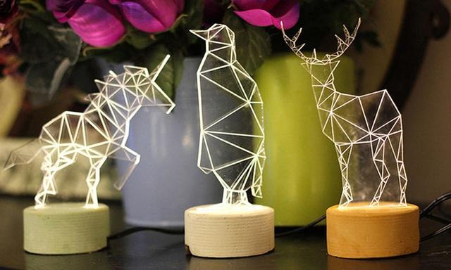 Bạn cũng có thể lựa chọn mẫu đèn bàn cả hứng hình học đủ các loại thú như thế này.
