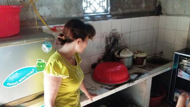 Ngọn lửa bao trùm toàn khu vực bếp