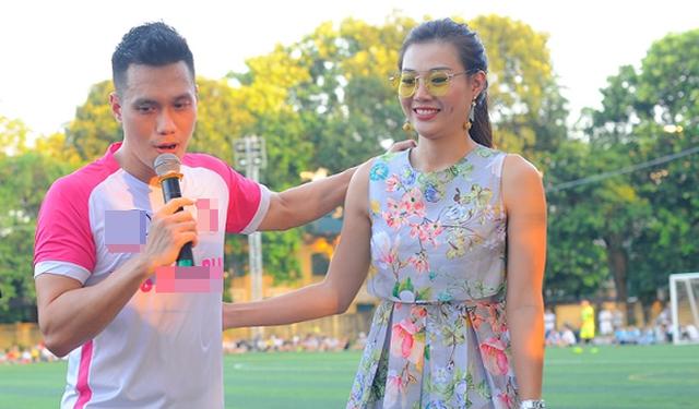 Hai anh em Phan Hải và Phan Hương của Người phán xử cùng tham gia làm MC cho đội bóng.