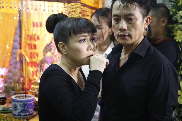 Nữ danh hài hải ngoại tâm sự chị rất quý trọng tính hồn nhiên, chân thật và dân dã của Khánh Nam. Anh em thường xuyên gặp nhau ở các sân khấu và thỉnh thoảng đụng độ ở các gameshow nên Việt Hương không nghĩ đàn anh lại ra đi quá sớm.