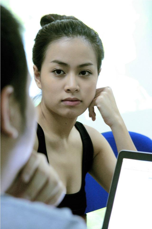 Năm 2011 tiếp tục đánh dấu những chuyển mình của Hoàng Thùy Linh để chứng tỏ bản lĩnh sau scandal. Nhan sắc của cô gái Hà thành được khen ngợi ngay cả khi để mặt mộc.