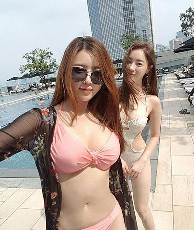 Những bộ bikini là bí quyết giúp họ phô diễn tối đa hình thể.