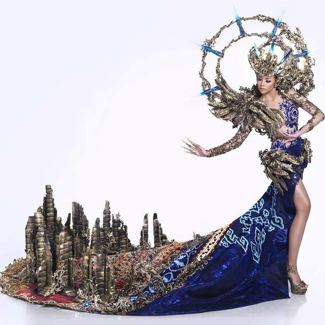 Cận cảnh trang phục truyền thống của người đẹp Indonesia.