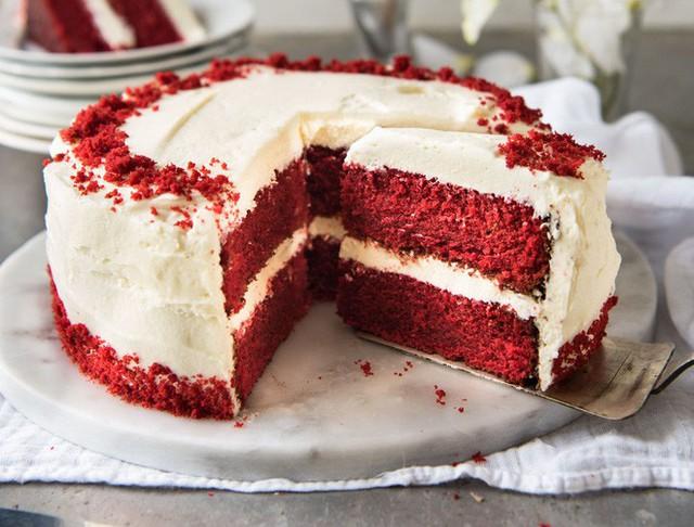 Bánh kẹo có màu đỏ hoặc hồng sẽ thường chứa phẩm yên chi được nghiền từ những con bọ cánh cứng.