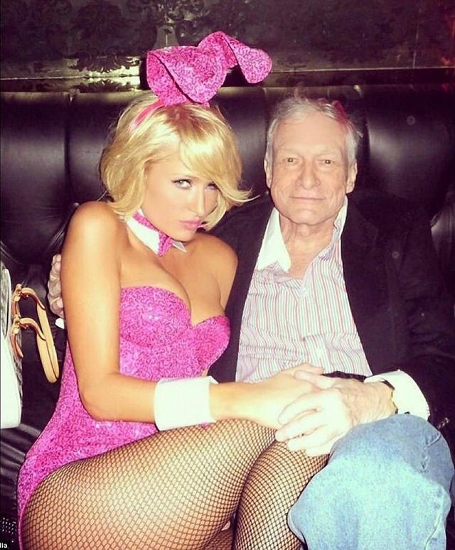 Sau khi nghe tin ông Hefner qua đời, nhiều người mẫu từng hợp tác với tạp chí của ông đã gửi lời chia buồn và chia sẻ lại những kỷ niệm chụp hình cùng ông. Paris Hilton đăng tải lại ảnh cũ chụp cùng ông khi nhận lời chụp hình cho tạp chí Playboy.