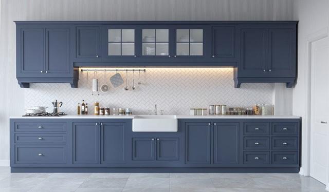 6. Căn bếp là sự pha trộn hoàn hảo giữa nét cổ điển và hiện đại, giữa những chiếc tủ bếp gỗ sơn xám với gạch ốp bóng bẩy.