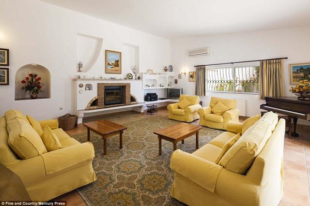 Ngôi nhà từng được rao bán với giá 8 triệu bảng Anh (~ 235 tỷ đồng), giảm xuống còn 5,5 triệu bảng (~ 161,5 tỷ đồng) vào đầu năm nay và hiện giờ, giá bán của nó là 4,6 triệu bảng (~135 tỷ đồng).