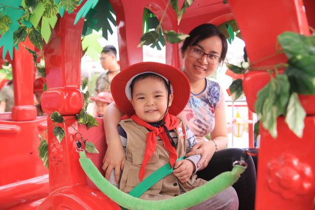 Chị Quỳnh (Hải Phòng) hài lòng vì con được học một cách tự nhiên thông qua các trò chơi ở OMO Safari Siêu dịu nhẹ.