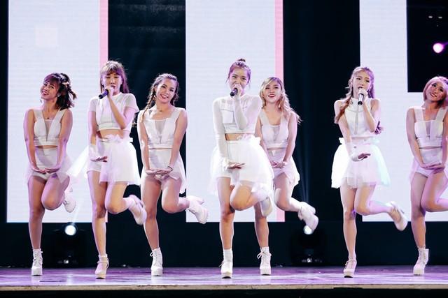 Ngoài Sơn Tùng M-TP, đêm nhạc còn có sự tham gia của các ca sĩ trẻ khác. Ba cô gái nhóm Lime nhí nhảnh trong ca khúc Babyboo.