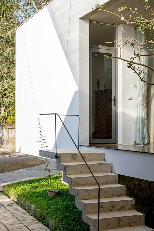 Ngôi nhà đã được 2 tạp chí kiến trúc hàng đầu thế giới Dezzen và ArchDaily đăng tải và dành nhiều lời khen ngợi.