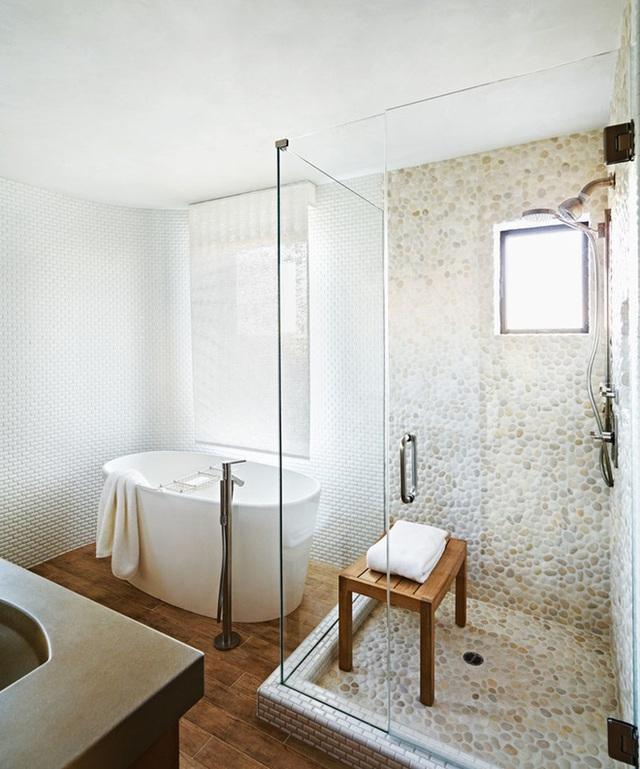 Màu sắc của sỏi cũng có thể tạo cho người sử dụng phòng tắm những xúc cảm mới lạ hay nhưng bình yên, tự tại mang đậm màu sắc của tự nhiên.