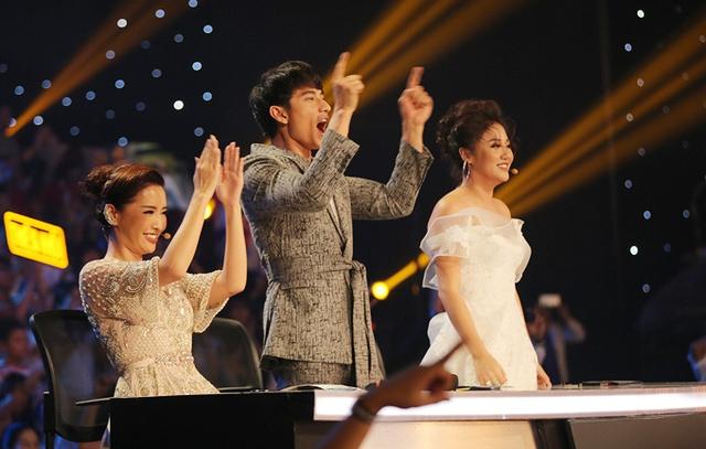 Tiết mục sôi động đã khiến cả 3 giám khảo Bích Phương, Isaac và Văn Mai Hương phải đứng dậy cổ vũ. Isaac còn thốt lên rằng, Thiên Khôi quá giỏi và biết cách biến hoá để người xem luôn bị cuốn hút.
