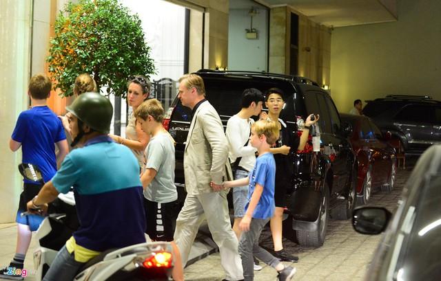 Đạo diễn Nolan cùng gia đình nghỉ tại một khách sạn trên đường Nguyễn Huệ ở quận 1, TP.HCM.