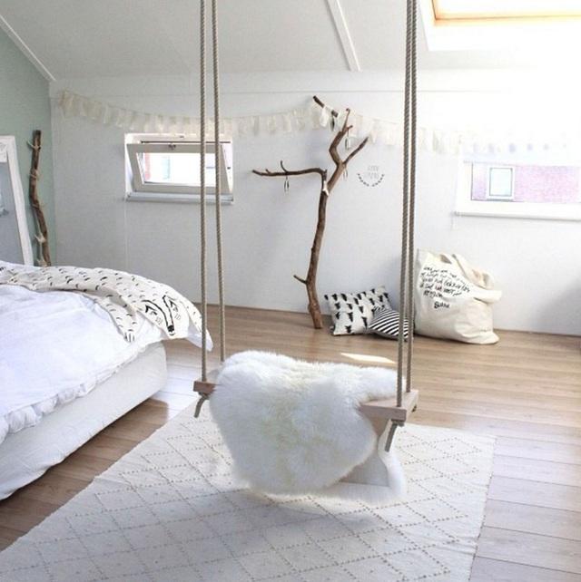 Lớp lông thú ấm cúng này mang lại cảm giác thoải mái cho swing và cả căn phòng.