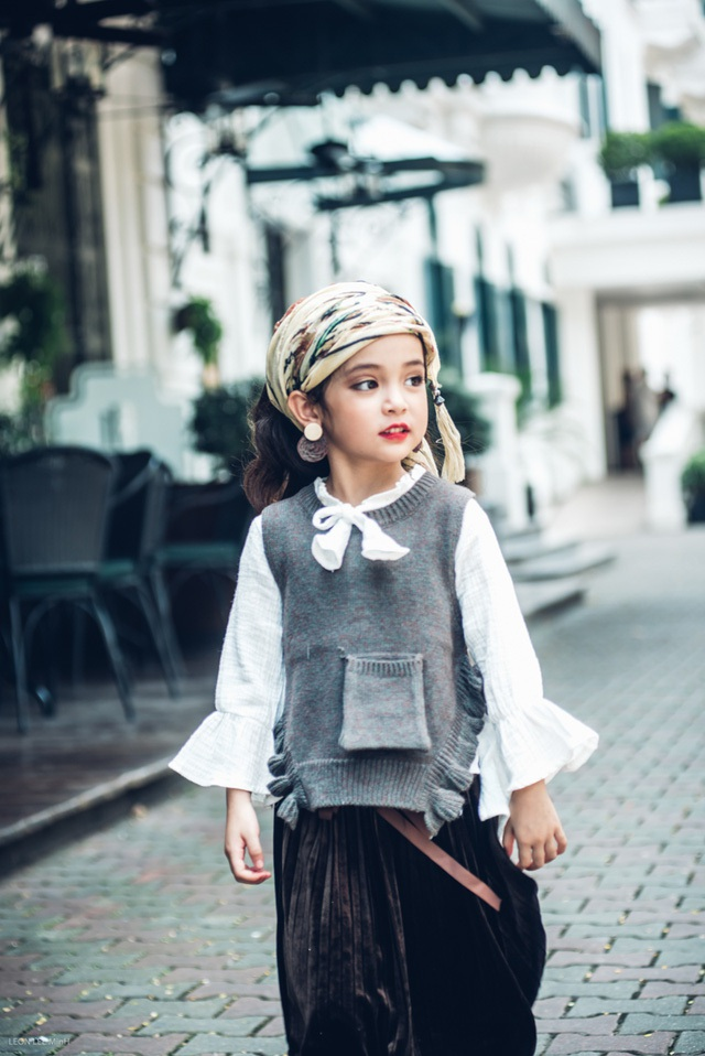 Ngoài đi diễn thời trang, Diệp Anh còn quay quảng cáo. Mùa hè vừa rồi, cô bé còn tham gia vào vai diễn của 1 bộ phim truyền hình sẽ phát sóng trên VTV1 thời gian tới,