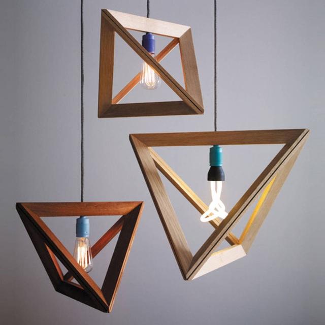 Với những ai yêu thích sự độc đáo, cá tính lại thích cảm giác ấm cúng từ chất liệu gỗ tự nhiên thì mẫu đèn này chính là lựa chọn vô cùng tuyệt vời.