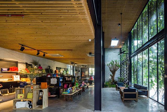 Thiết kế mở được tận dụng tối đa khiến văn phòng luôn thoáng đãng, rộng rãi.