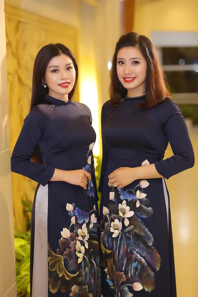 Trong đêm nhạc, Thu Hằng cùng chị gái Bích Hồng thể hiện ca khúc Đừng quên câu dân ca, cô cũng thể hiện ca khúc Nhật ký của mẹ, cả hai ca khúc đều ngợi ca tình cảm với mẹ, đem lại những xúc động mạnh cho người xem.
