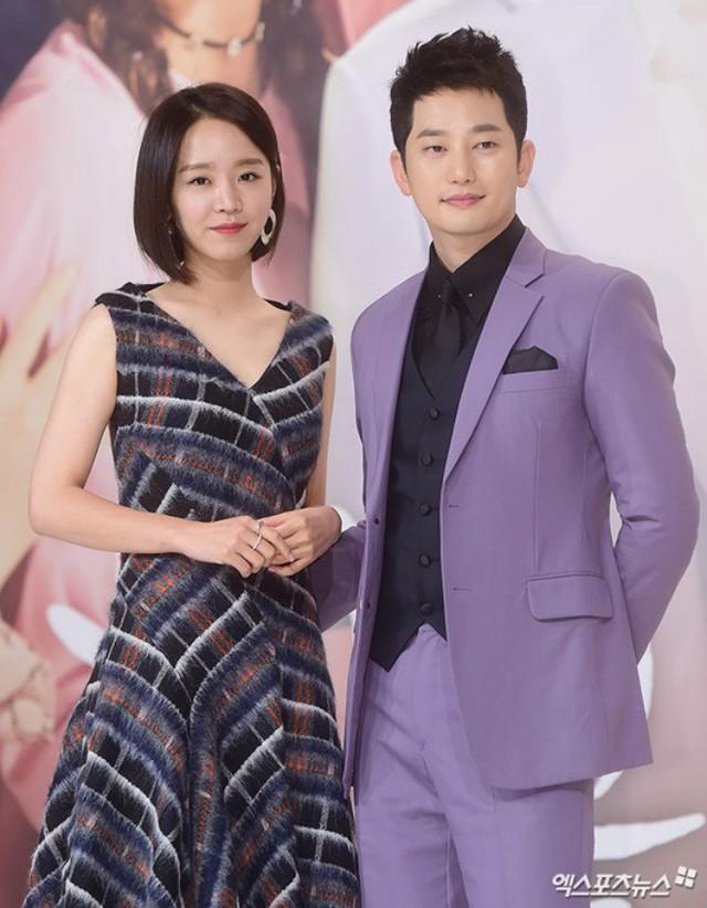 Park Shi Hoo sánh đôi bên Shin Hye Sun trở lại showbiz ngoạn mục với My Golden Life