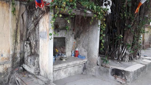 Ở Hà Nội có rất nhiều miếu thiêng được đặt dưới gốc đa cổ thụ