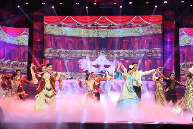 Khán giả hoàn toàn mãn nhãn với các phần biểu diễn hấp dẫn bởi các ca sĩ nổi tiếng