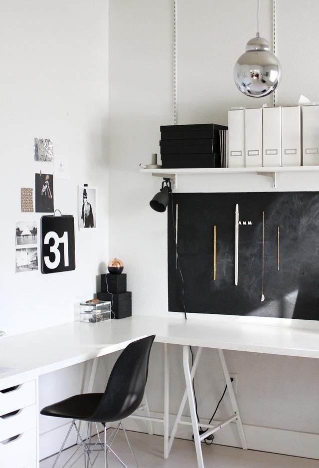 Những tấm bảng đen cũng rất hợp với gout thiết kế black&white được ưa chuộng nhất hiện nay.