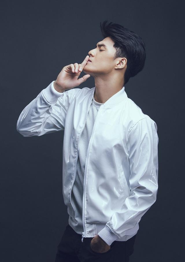 Nếu Hải muốn im lặng, lẽ ra anh nên im lặng cho đến cùng, thay vì vội vàng đưa mối quan hệ với Linh Chi ra công chúng chỉ vài tháng sau khi ly hôn.