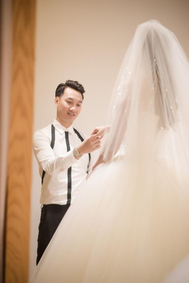 Trước đó, cặp đôi đã tổ chức lễ ăn hỏi tại nhà riêng và lễ hằng thuận tại chùa. Hôn lễ chính thức được tổ chức vào ngày 22/3.