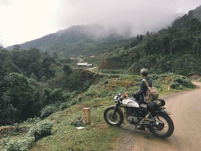 Hình ảnh Nguyễn Mạnh Hữu cùng người bạn môtô trong một lần vi vu du lịch (Ảnh: Nhân vật cung cấp)