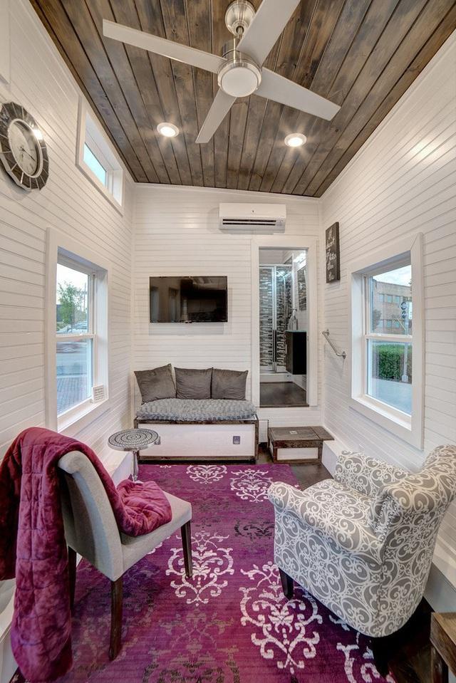 Ai mà nghĩ phòng khách trong nhà di động có thể đủ đầy thế này?!