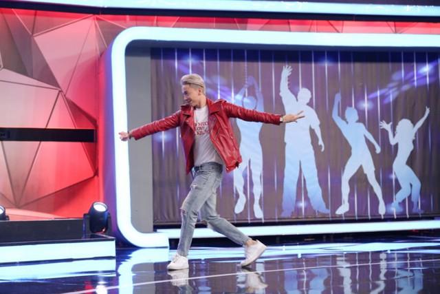 Dù Lan Ngọc gây thù chuốc oán với Trấn Thành nhưng anh vẫn hết lời khen ngợi S.T về sự dũng cảm khi tham gia một cuộc thi nhảy với tư cách vũ công. Nam ca sĩ còn thể hiện một điệu nhảy trước sự ngưỡng mộ của Vân Sơn.