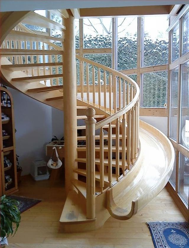 Cầu thang xoắn ốc kết hợp cầu trượt cho bé con nhà bạn thỏa sức chơi đùa.