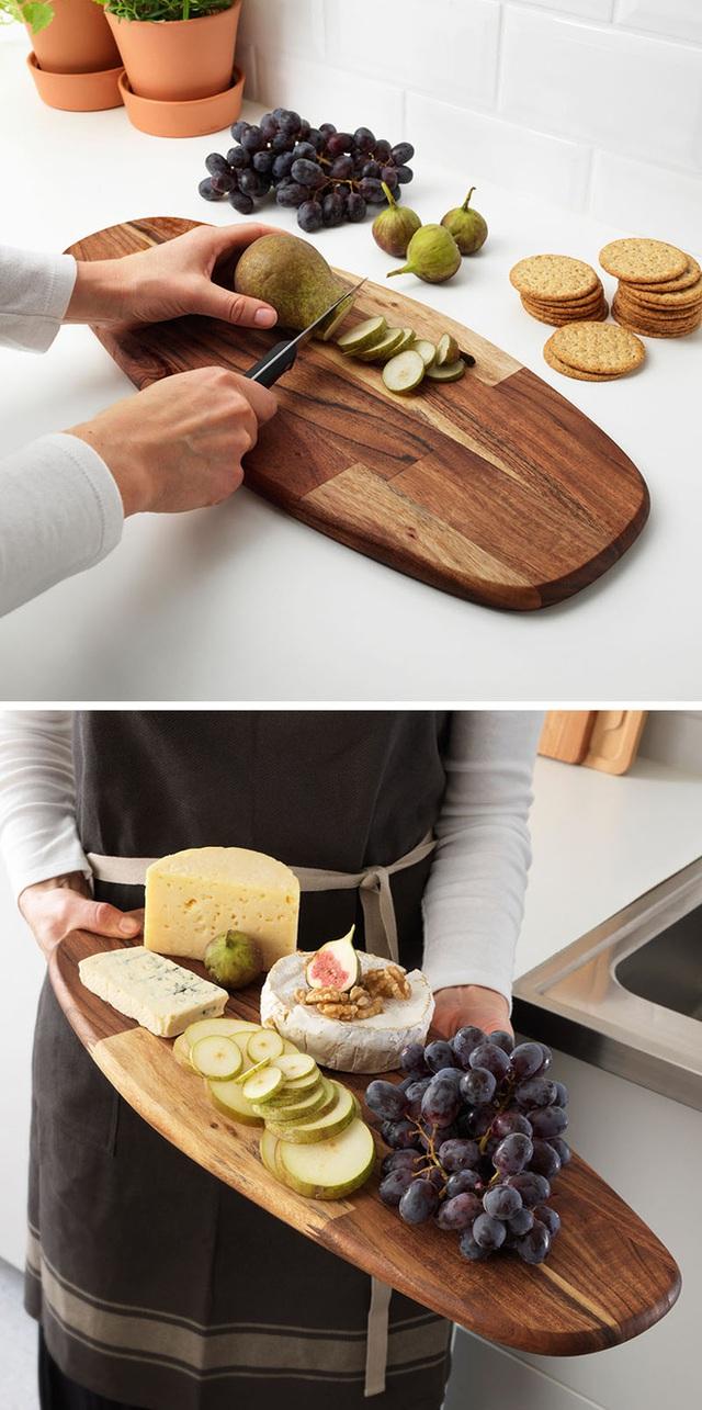 7. Không chỉ là một chiếc đĩa trưng bày, bạn có thể dùng nó như một chiếc thớt để sơ chế nguyên liệu nấu ăn.