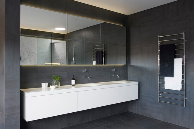 7. No need for modern bathroom equipment, the room looks extremely attractive to this type of light.