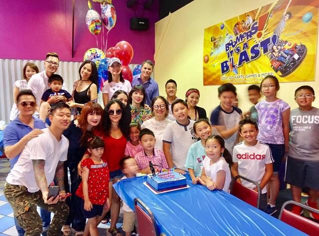 Các nhóc tỳ sau khi dự tiệc sinh nhật đã được bố mẹ cho tham gia nhiều trò chơi.