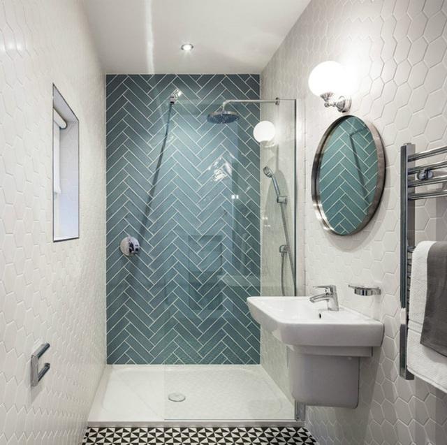 Gạch tạo điểm nhấn tươi sáng cho phòng tắm.