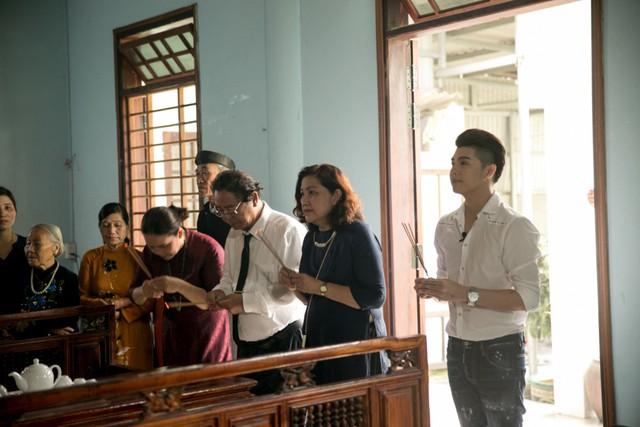 Sau chuyến đi, Noo Phước Thịnh tâm sự hành trình về lại Huế thương của anh có nhiều cảm xúc. Những hình ảnh trong chuyến đi này sẽ xuất hiện trong tập phim Việt Nam tươi đẹp được phát sóng lúc 17h ngày 16/7.