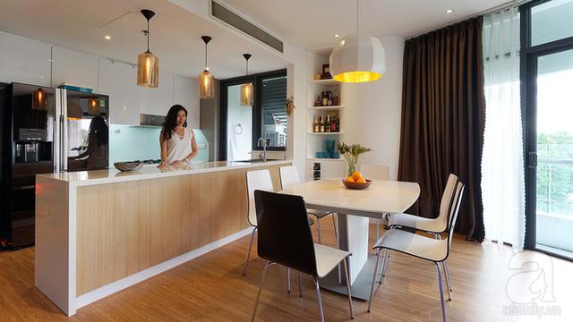 Khu bếp dù chưa rộng như chị Vân kì vọng nhưng cực đẹp mắt và gọn gàng với tủ bếp được đo ni đóng giày.