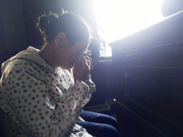 Nước mắt người mẹ già tại phiên tòa xét xử đứa con trai tù tội của mình.