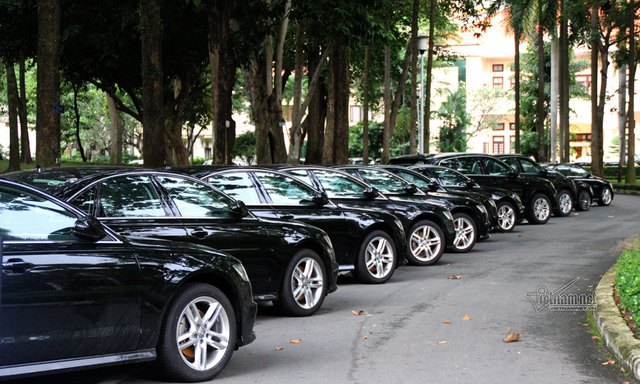 Tất cả các xe Audi nhập về Việt Nam thông qua cảng ở TP.HCM nên lô xe một phần được vận chuyển bằng xe tải, phần còn lại được vận chuyển bằng tàu hỏa ra Hà Nội.