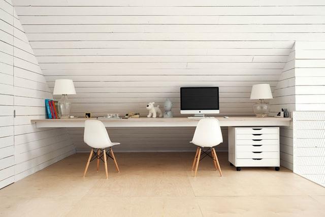 7. Những căn phòng áp mái cũng khá lý tưởng để tận dụng làm phòng học tập và làm việc cho các thành viên trong gia đình.