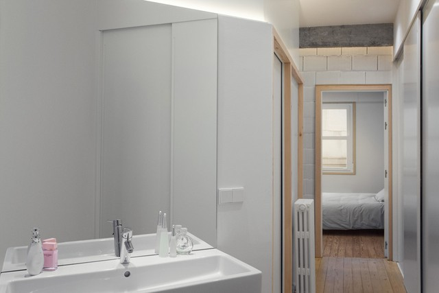 Công trình phụ có lối vào khép kín từ phòng ngủ.