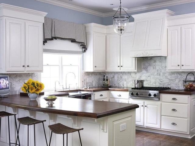 Mẫu hoa văn kẻ ô vuông nhỏ li ti sẽ làm cho không gian phòng bếp trở nên đáng yêu hơn. Và nếu bạn đang cần điều đó thì nên sử dụng mẫu thiết kế này.