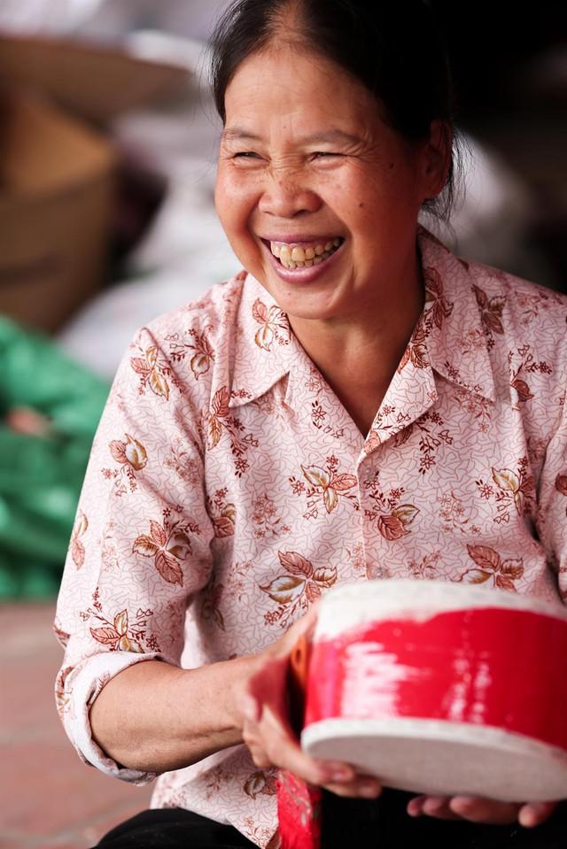 Không biết từ khi nào nghề làm trống trở thành nghề truyền thống của làng. Nhân công lao động chính là những người trên 50 tuổi, bởi thanh niên hầu hết đi làm ở khu công nghiệp hoặc đi buôn bán xa bởi thu nhập từ nghề làm trống rất khiêm tốn.