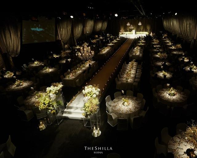 Nếu hôn lễ tổ chức trong nhà cũng vô cùng sang trọng và lung linh.