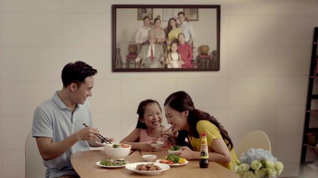 Với Văn Mai Hương, Diệp Chi hay gia đình diễn viên Hồng Đăng hiện tại, bữa cơm ấy vẫn luôn là khoảnh khắc sum vầy, gắn kết yêu thương, nay càng đậm đà, ngon miệng hơn khi có MAGGI nâu sánh, hài hòa tự nhiên.