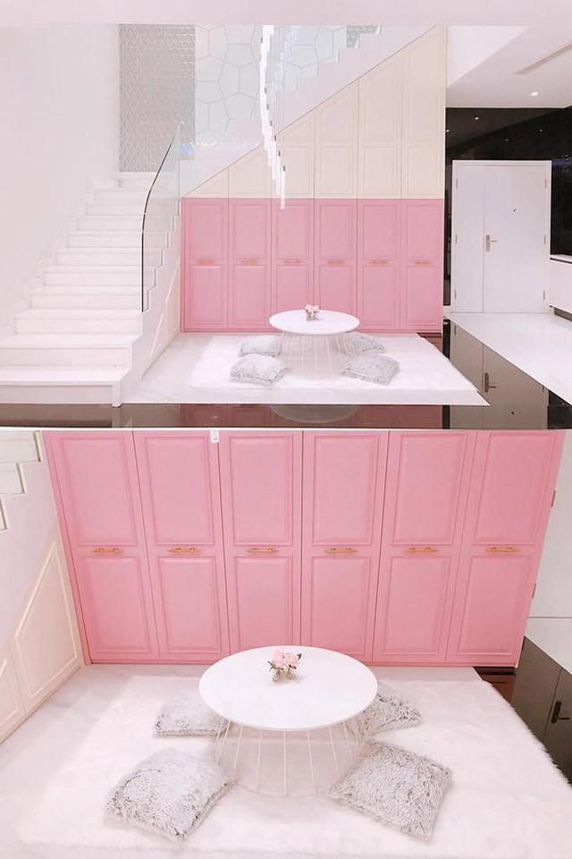 Ngọc Trinh là chủ nhân của một căn hộ có nội thất cao cấp, rộng khoảng 200m2, có giá không dưới 20 tỷ đồng.