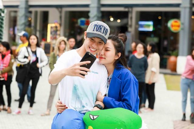 Cặp đôi công khai tình yêu vào tháng 8 năm nay sau thời gian dài làm bạn. Hồi tháng 10, Hiền Sến đã khiến Lý Phương Châu xúc động khi công khai tỏ tình trước đông đảo khán giả. Anh còn hứa sẽ che chở, bảo vệ cô đến hết cuộc đời.