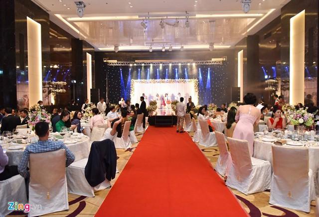 Khoảng giữa tháng 1, vợ chồng Thu Ngân mới tổ chức tiệc cưới chính thức, có sự góp mặt của bạn bè, đồng nghiệp...